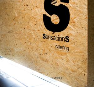 <span>Sensaciones Catering</span><i>→</i>